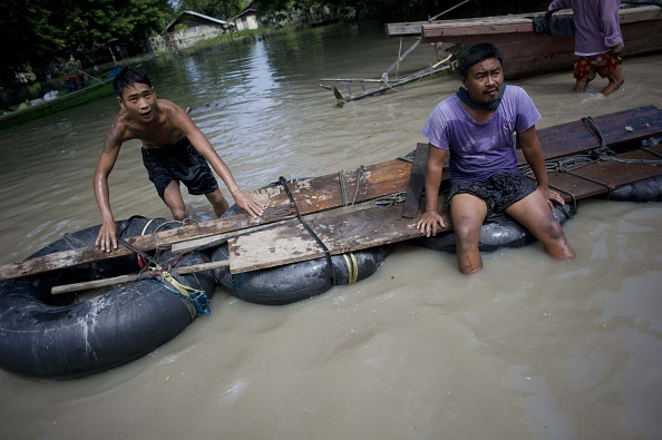 Nguoi Myanmar dung dep lam mai cheo trong dot lu lich su hinh anh 5