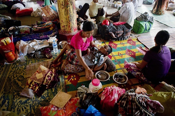 Nguoi Myanmar dung dep lam mai cheo trong dot lu lich su hinh anh 8