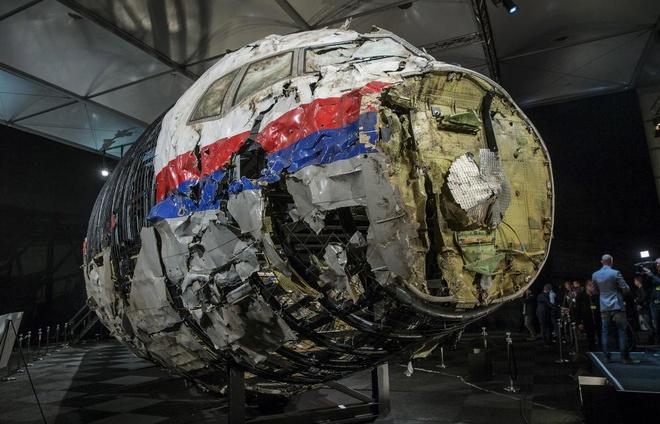 Xac may bay MH17 duoc phuc dung sau su co tham khoc hinh anh