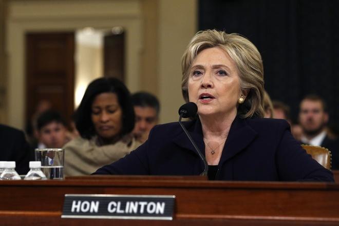 Ba Clinton bac cao buoc quanh vu danh bom DSQ My o Libya hinh anh