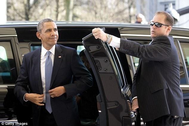 Mat vu bao ve Obama gui anh khieu dam cho tre em hinh anh