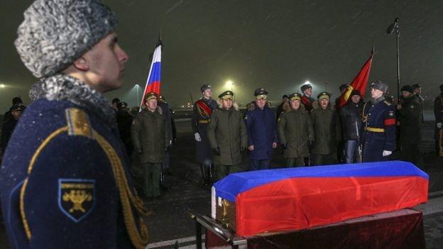 Thi the phi cong Su-24 tu nan tro ve Nga hinh anh