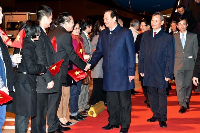 Thu tuong Nguyen Tan Dung toi Brussels, Vuong quoc Bi hinh anh 1 Thủ tướng Nguyễn Tấn Dũng tới Sân bay quân sự Brussels, Vương quốc Bỉ. Ảnh VGP/Nhật Bắc