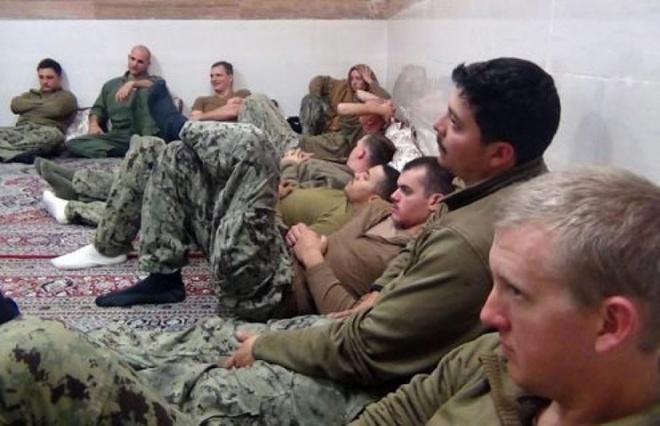 Iran cong bo video bat giu thuy thu My hinh anh