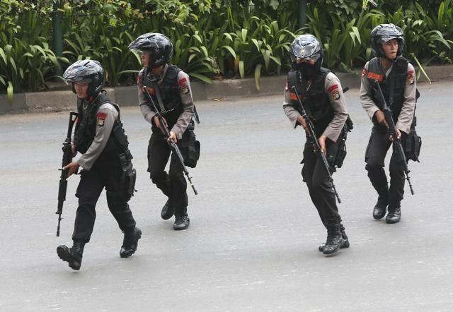 Dai su VN tai Indonesia: Nguoi Viet binh tinh sau khung bo hinh anh 2