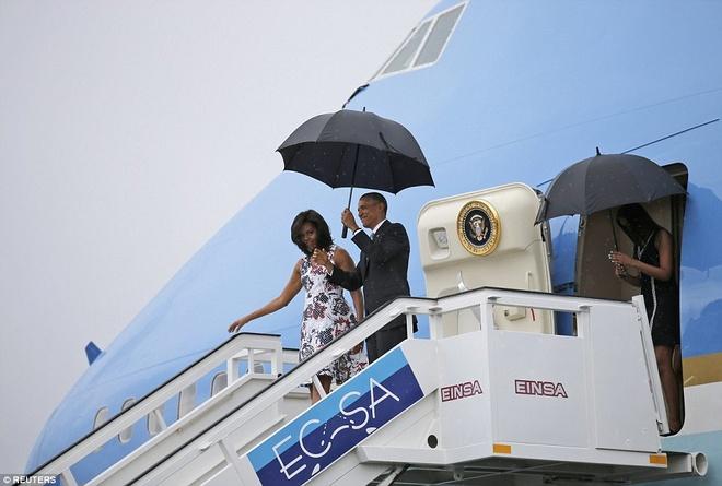 Obama che mua cho vo khi roi Air Force One hinh anh