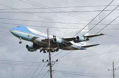 Chuyen co cho Obama dap xuong Cuba trong thoi tiet xau hinh anh