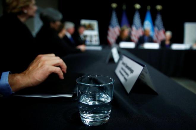 Obama uong nuoc loc tu nguon o nhiem o Flint hinh anh