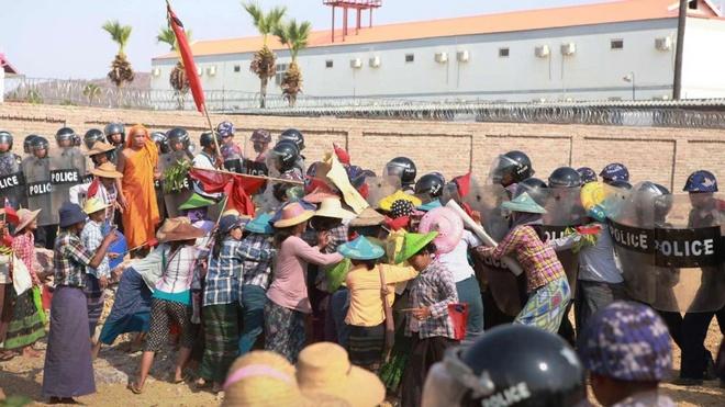 Myanmar bieu tinh phan doi cong ty mo do TQ hau thuan hinh anh 1
