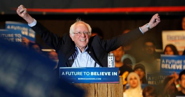 Sanders can buoc Clinton, Trump vang ban dong hanh hinh anh