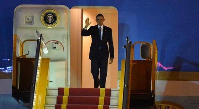 Tong thong Obama toi Ha Noi, bat dau cong du Viet Nam hinh anh
