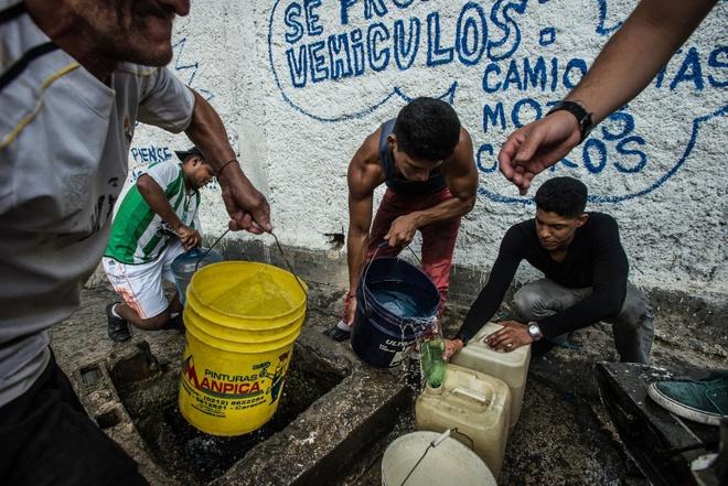 Venezuela tung buoc te liet trong khung hoang hinh anh