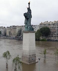Paris truoc va trong tran lut lich su hinh anh 20