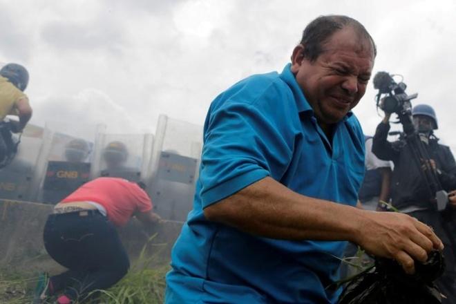 Venezuela dung hoi cay dep nguoi bieu tinh vi thieu thuc an hinh anh