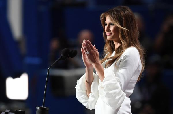 Nhan vien Donald Trump xin loi vi 'dao van' cua ba Obama hinh anh