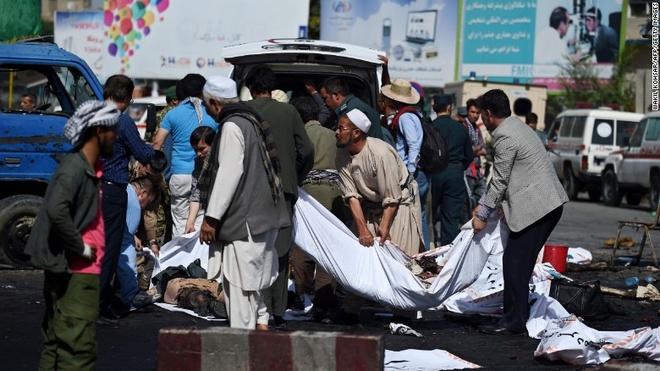 Hien truong vu danh bom lieu chet o Kabul hinh anh