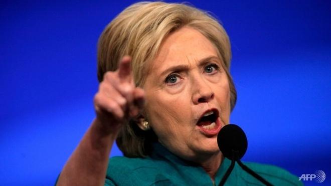 Clinton chi trich gay gat doi thu Trump vi phat ngon ve Nga hinh anh