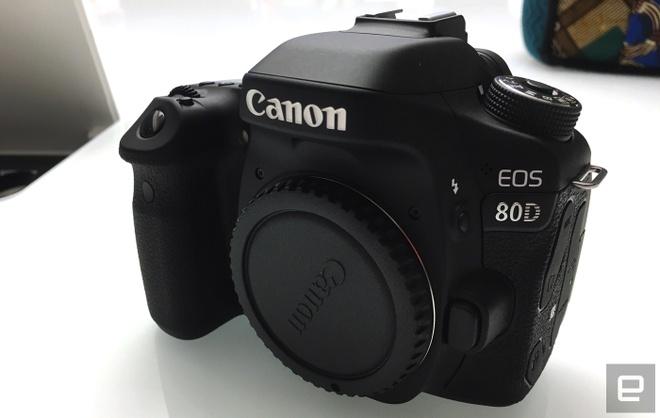 Canon 80D trinh lang: Cam bien 24,2 MP, gia hon 1.000 USD hinh anh 1