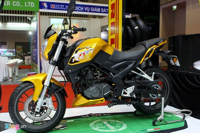 Naked bike co nho Benelli TNT 175 gia 75 trieu dong o VN hinh anh