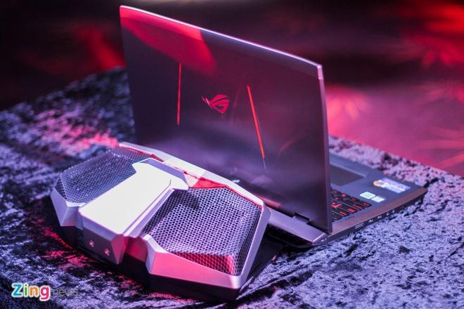 Laptop dau tien dung tan nhiet nuoc gia 6.000 USD tai VN hinh anh 1