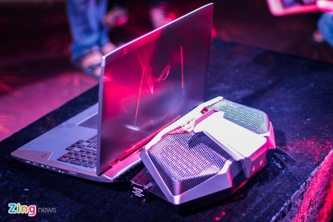 Laptop dau tien dung tan nhiet nuoc gia 6.000 USD tai VN hinh anh 11