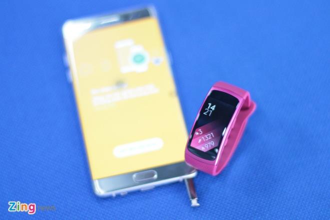 Anh thuc te Samsung Gear Fit 2 gia 3,9 trieu tai Viet Nam hinh anh 8