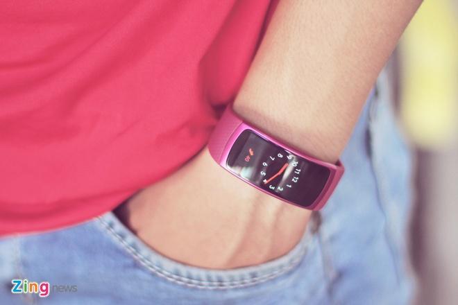 Danh gia Samsung Gear Fit 2: Dep va thong minh hon hinh anh 3