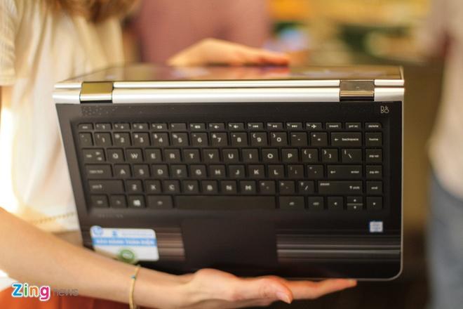 Laptop xoay gap 360 do ve Viet Nam, gia 12,9 trieu dong hinh anh 2