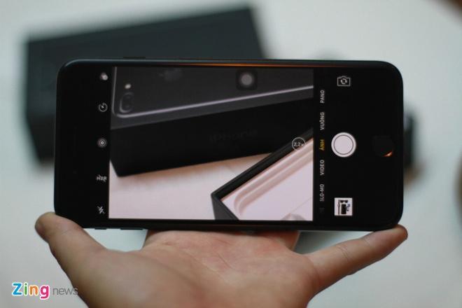 Anh iPhone 7 Plus Jet Black vua ve VN, gia 36 trieu dong hinh anh 13