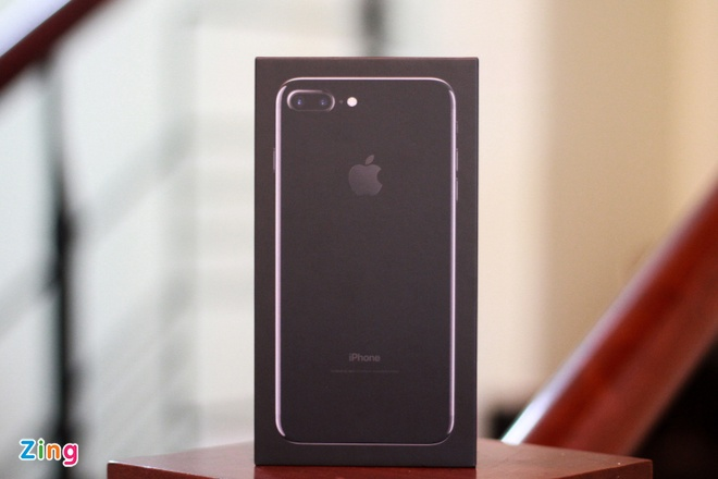 Anh iPhone 7 Plus Jet Black vua ve VN, gia 36 trieu dong hinh anh 1
