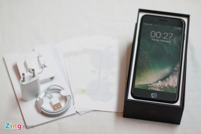 Anh iPhone 7 Plus Jet Black vua ve VN, gia 36 trieu dong hinh anh 2