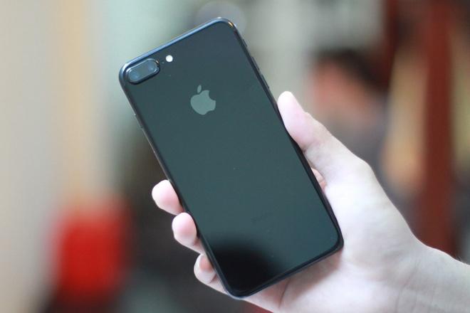 Anh iPhone 7 Plus Jet Black vua ve VN, gia 36 trieu dong hinh anh