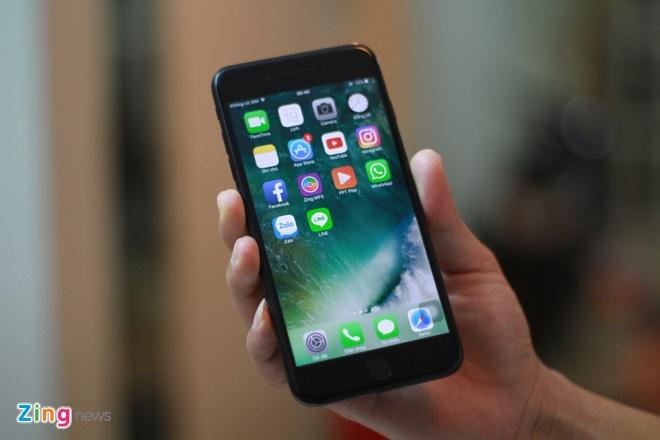 Anh iPhone 7 Plus Jet Black vua ve VN, gia 36 trieu dong hinh anh 4