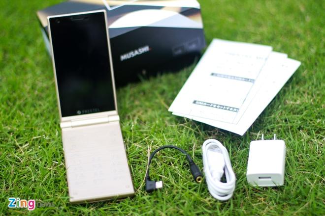 Smartphone Nhat co 2 man hinh, nap gap sap ban tai VN hinh anh 2