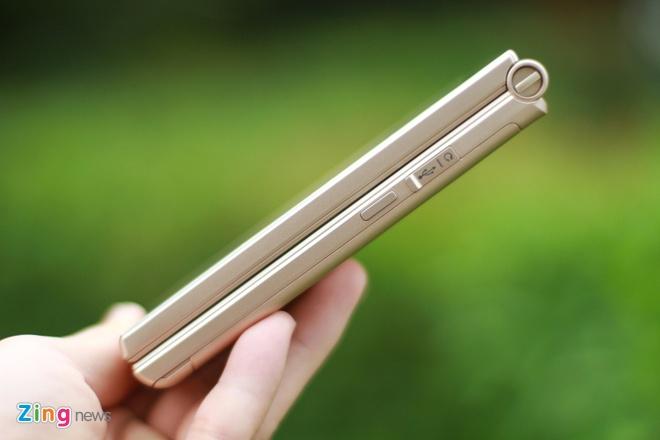Smartphone Nhat co 2 man hinh, nap gap sap ban tai VN hinh anh 3