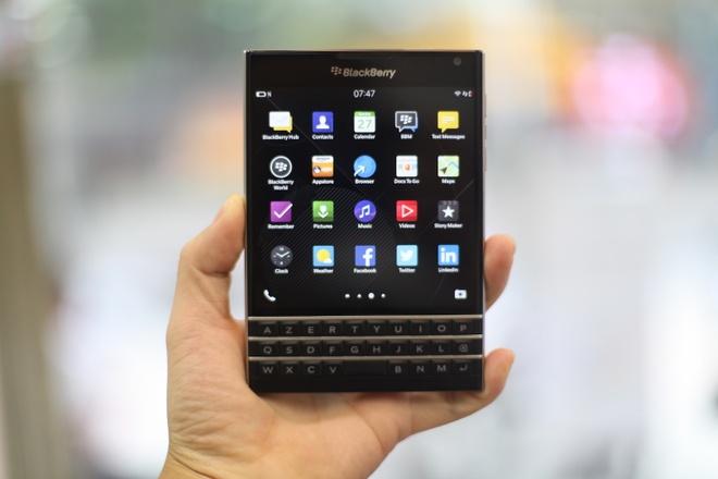 Dap hop BlackBerry Passport gia 5,8 trieu vua ve VN hinh anh