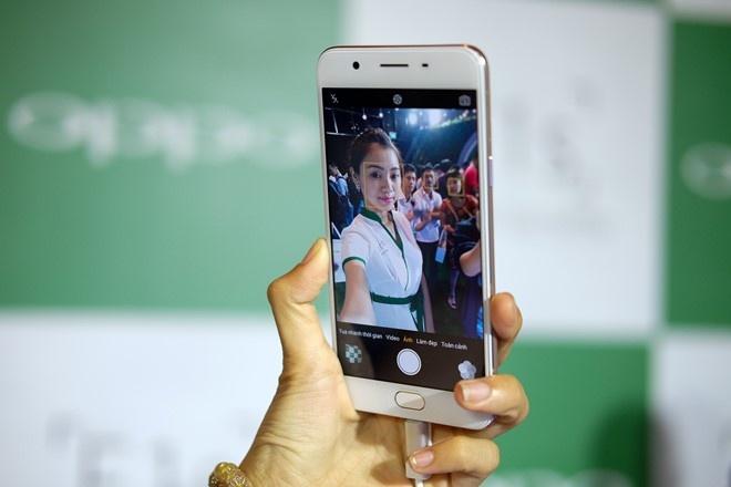 Nhung smartphone selfie xuat sac trong nhom 6 trieu dong hinh anh 2