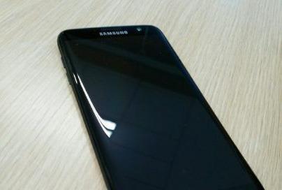 Ro ri hinh anh Galaxy S7 mau den bong hinh anh