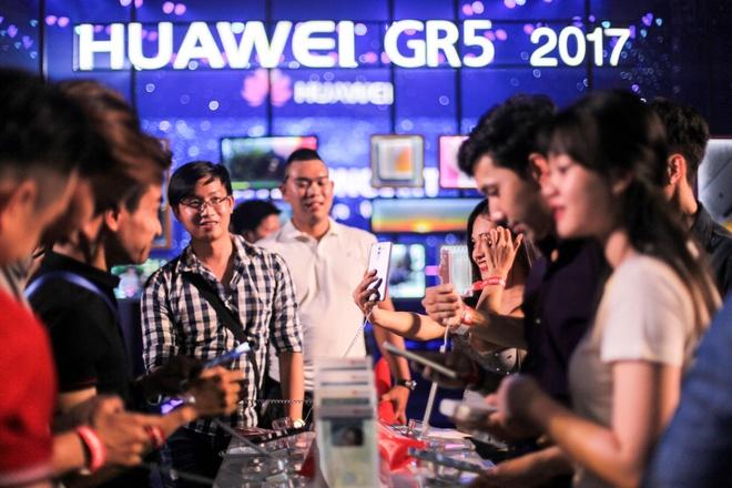Huawei ra mat GR5 2017: Camera kep, gia 5,9 trieu dong hinh anh 1