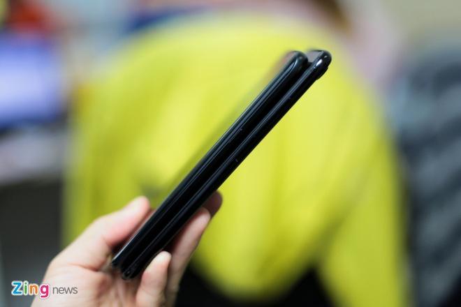 Galaxy S7 edge den bong do dang voi iPhone 7 Plus Jet Black hinh anh 7