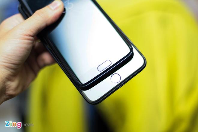 Galaxy S7 edge den bong do dang voi iPhone 7 Plus Jet Black hinh anh 8