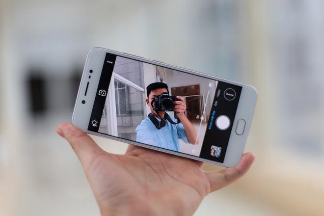 Mo hop smartphone camera selfie 20 MP gia 5,9 trieu tai VN hinh anh