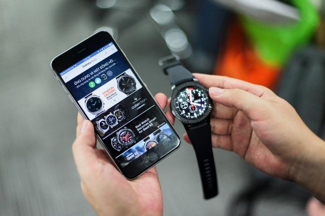 Dung thu Samsung Gear S3 tren iPhone hinh anh
