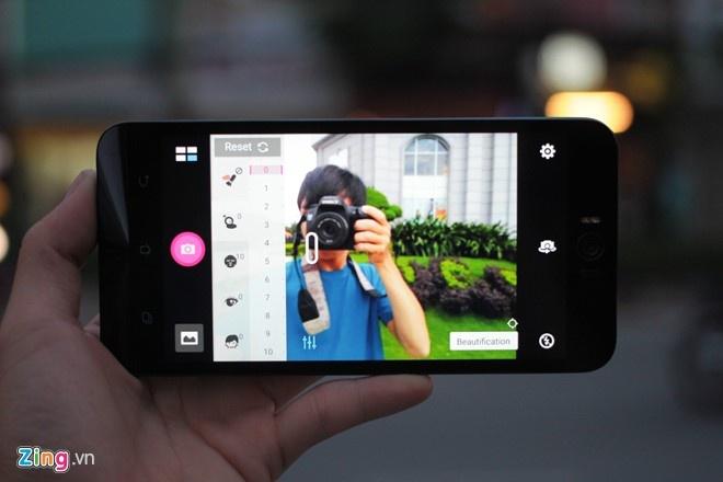 Nhung smartphone chup selfie nen mua choi Tet hinh anh 1