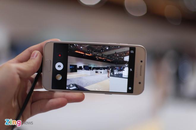 Anh thuc te Samsung Galaxy A3 2017 man hinh 4,7 inch hinh anh 6