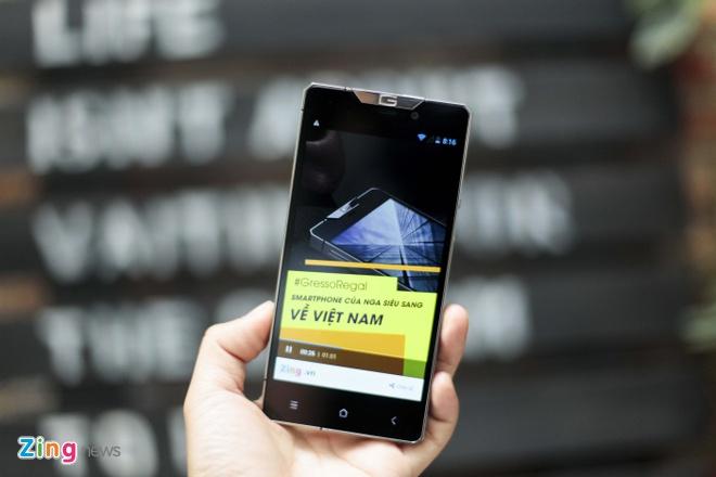 Smartphone sieu sang cua Nga ve VN gia 68 trieu dong hinh anh