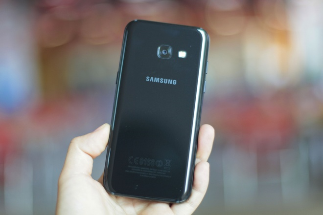 Galaxy A3 2017 - di dong gon gang, chac tay, gia 6,5 trieu dong hinh anh