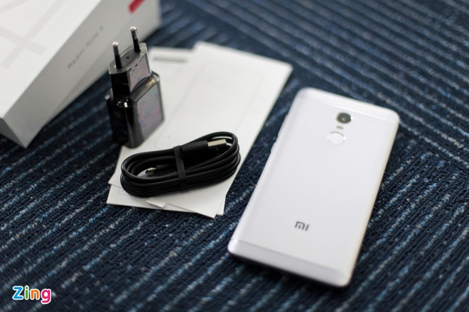 Smartphone Xiaomi pin 4.000 mAh gia 4,7 trieu dong tai VN hinh anh 2