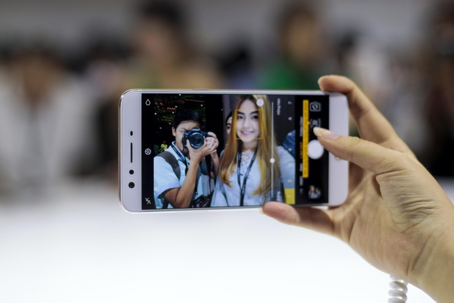 Anh thuc te Oppo F3 Plus: Camera selfie kep goc rong 120 do hinh anh