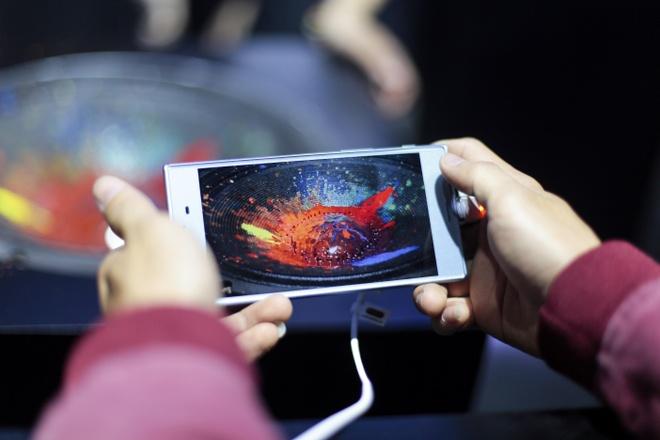 Sau so 'cham', cuoc dua camera tren smartphone dang chuyen huong? hinh anh